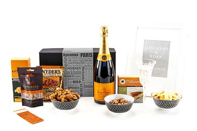 Champagne Gift Baskets VEUVE CLIQUOT for Europe