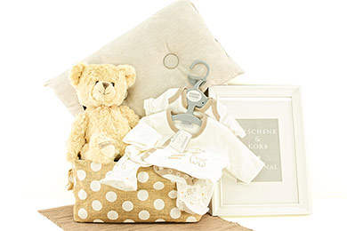 Baby Gifts Europe TINY BABY GIFT BASKET DOTS