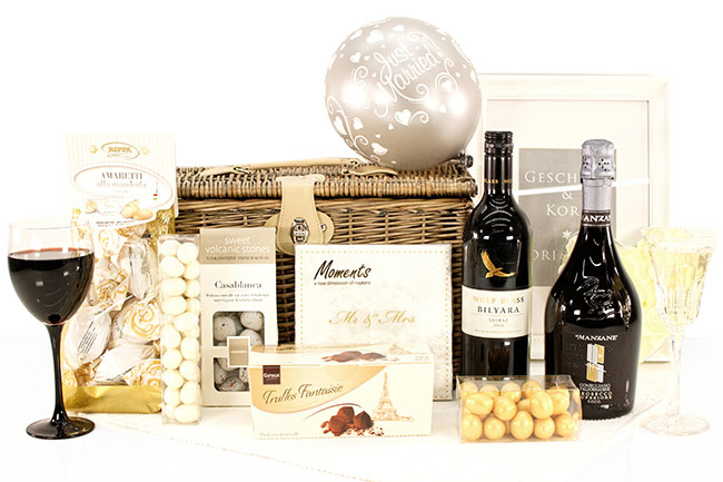 GREETINGS WITH LOVE | Wedding Gift Hampers
