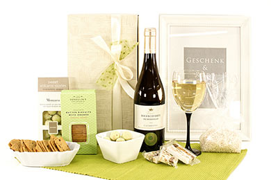 We send your WHITE WINE & SWEETS Wedding gift to Europe