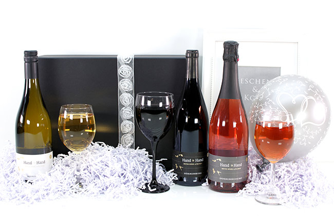 HAND-IN-HAND | WEDDING | WINE GIFT
